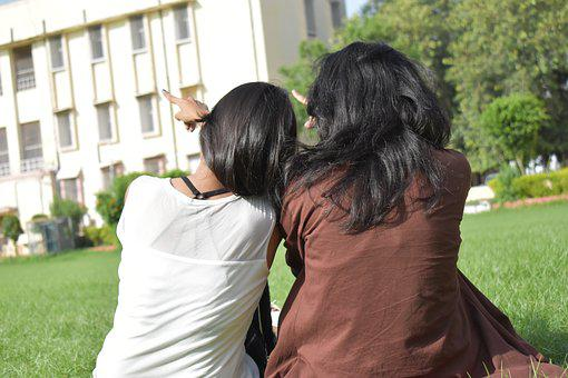 College Girls, Pose, Direction