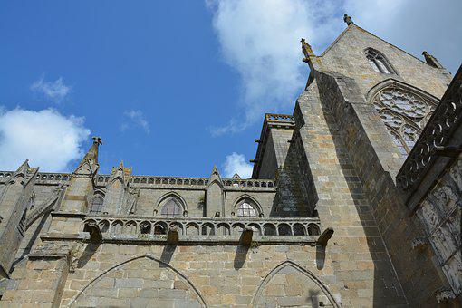 Cathedral Of Dol De Bretagne, Tourist Town, Wall