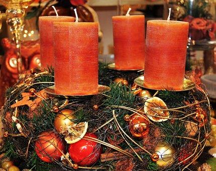 Modern Advent Wreath, Candles, Brown Tones, Warm Tones