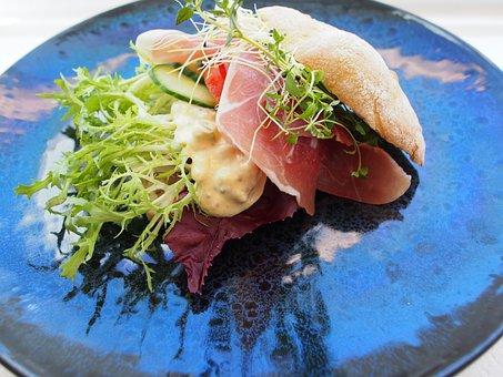 Sandwich, Seranoskinke, Pickles, Frissésalat, Thyme