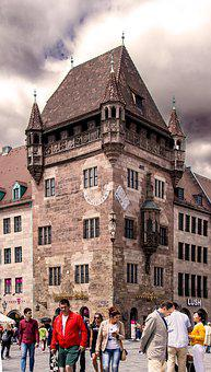 Architecture, Nassauer House, Nuremberg, Historically