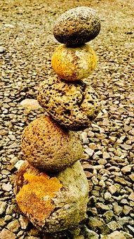 Stones, In Column, Style