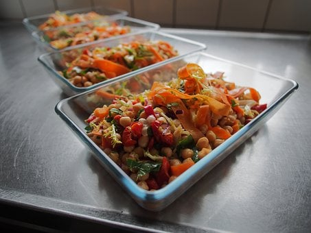Salad, Chickpeas, Carrots, Peppers, Frisée