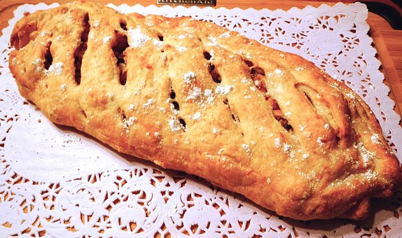 Strudel, Pastry, Apple, Raisins, Nuts, Sweet Food