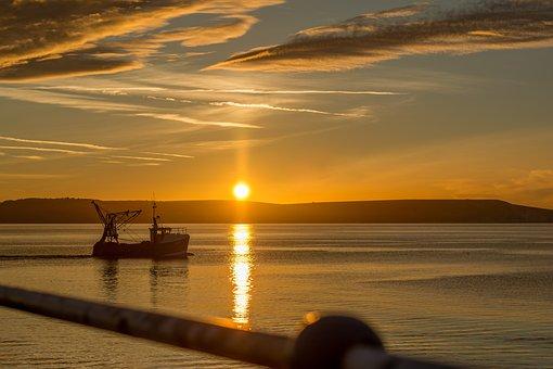 Sunrise, Weymouth, Trawler, Fishing Boat, Daybreak