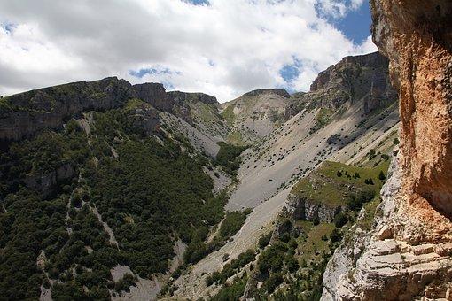 Caves Of Cavallone, Taranta, Maiella, Valley