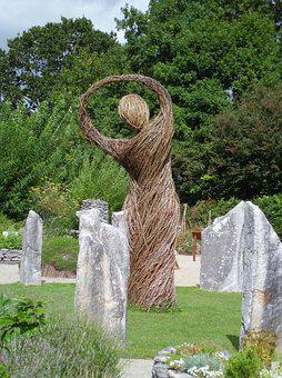 Straw Effigy, Dancer, Goddess, Briganti's Garden