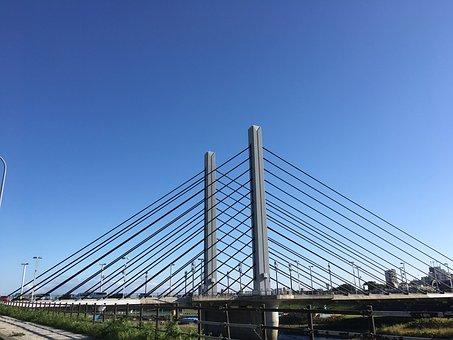 Munich Bridge, Front, Clear Skies, Triangle
