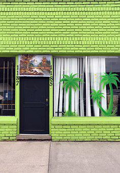 Exterior, Palm, Shop, Neighborhood