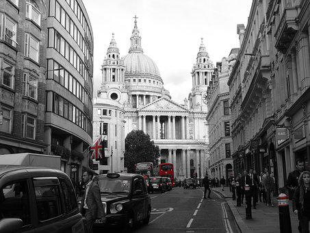 London, England, St Paul's Cathedral, Flag