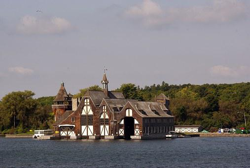 Canada, Quebec, Thousand Islands, Villa, Lake