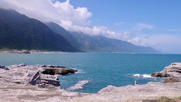 The Pacific Ocean, Coast, Beach, Reef, Mountains