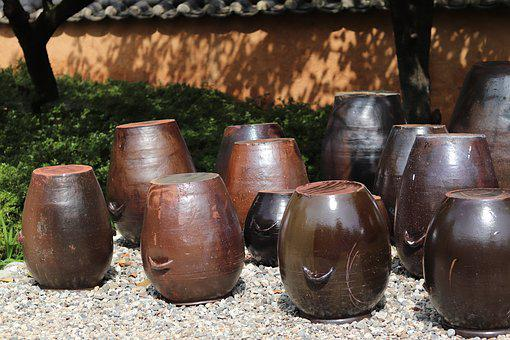 Chapter Dogdae, Hanok, Jar