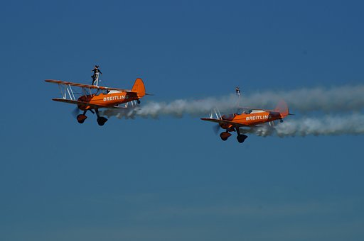 Breitling Air Display, Flying Acrobatic Girls