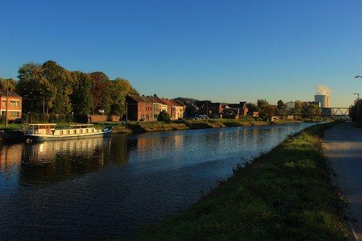 Brussels-charleroi Canal, Bridge, Peniche, Central