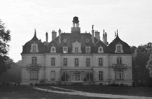 Castle Of The Parc De La Briantais