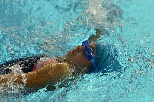 Swim-meeting Leipheim, Das Mädchen Schwimmt Ins Wasser