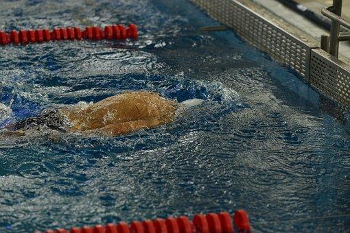 Kurz Vor Rückenwende, Schwimmen Bei, Wende Schwimmbad