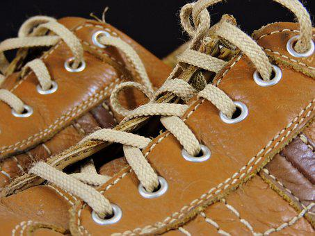 Shoe, Tourniquet, Footwear, Tangle, Brown