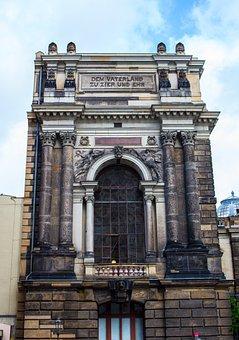 Academy Of Fine Arts, Dresden, Architecture