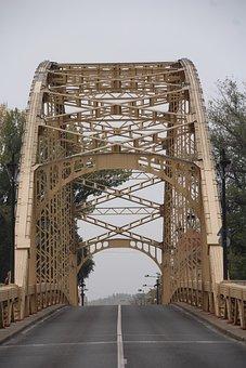 Kossuth Bridge, Győr, Hungary, Buildup