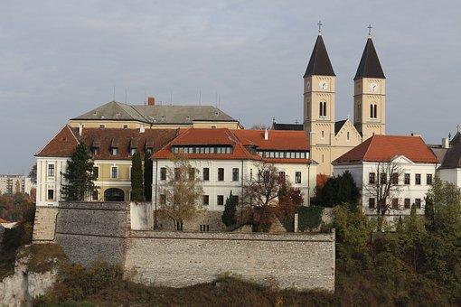 Veszprém, Veszprém City, Castle, Distance
