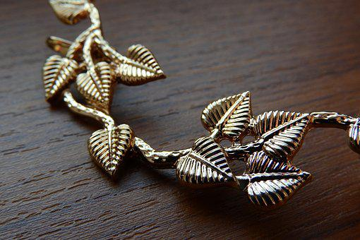 Golden Jewel, Detail, Big Earrings