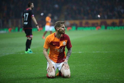 Galatasaray, Serdar Aziz, Lake, Yellow-red