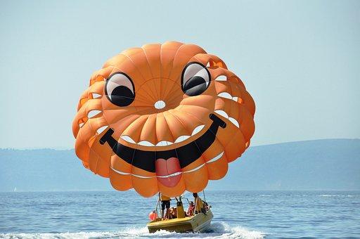 Parachute, Smiley, Sea