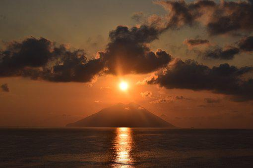 Sun Cloud Sea Stromboli Volcano, Sunset, Dawn
