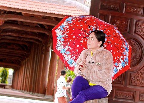 Girl, Umbrella Come Rain, Wood