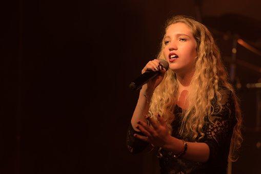 Singer, Show, Scene, Woman, Concert, Vocals, Blond
