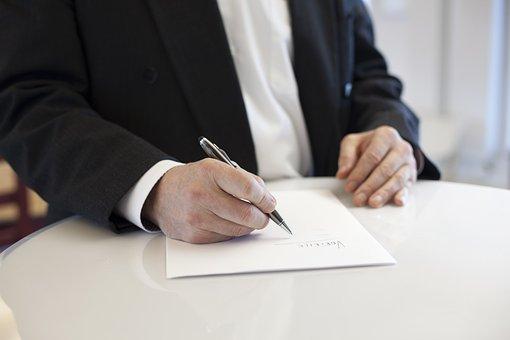 Contract, Signature