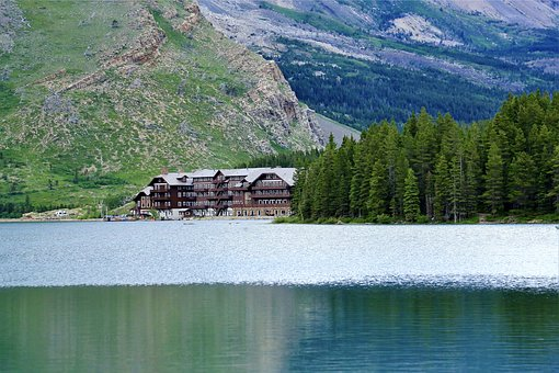 Many Glacier Hotel, Swiftcurrent Lake, Lake
