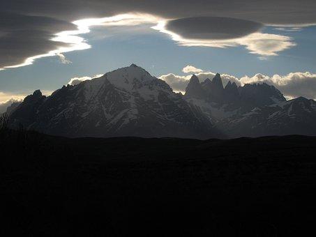 Granite Mountains, Cloud, Ufo Cloud, Torres Del Paine