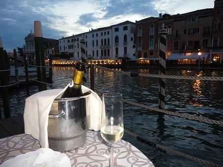 Toast, Great Channel, Venice, Champain, Terrace, Night