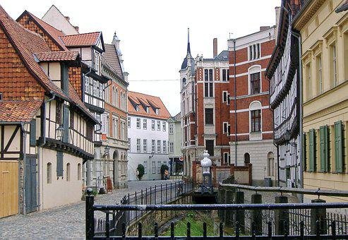 Quedlinburg, Old Town, Alley, Cobblestones, Homes