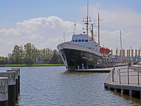 Emden, City harbor, The Pilot Vessel, Historically