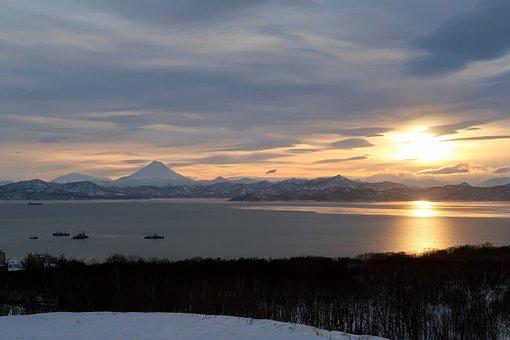 Avacha Bay, Sea, Sunset, Viluchinsky Volcano, Ships