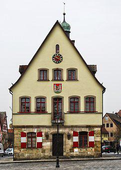Old Town, Town Hall, Marketplace, Historically