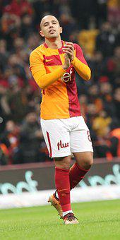 Sofiane Feghouli, Galatasaray, Super League