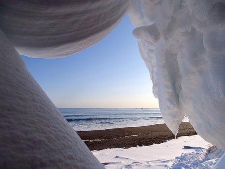 The Pacific Ocean, Coast, Beach, Snow, Winter, Cornice