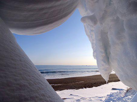 The Pacific Ocean, Coast, Beach, Snow, Winter, Cornice