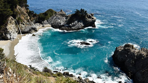 Julia Pfeiffer Burns State Park, Pacific, California