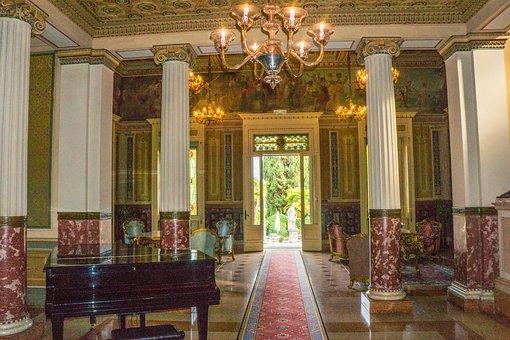 Sirmione, Villa Cortine Palace, Piano, Chandelier