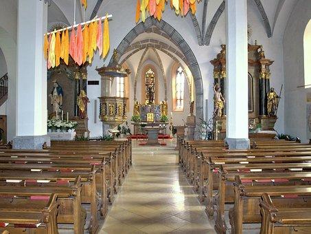 Euratsfeld, Hl Johannes, Church, Interior, Aisle, Altar