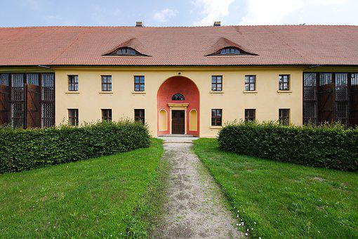 House, Architecture, Rush, Input, Building, Hof