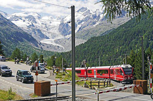 Bernina Railway, Bernina Massively, Pass Road