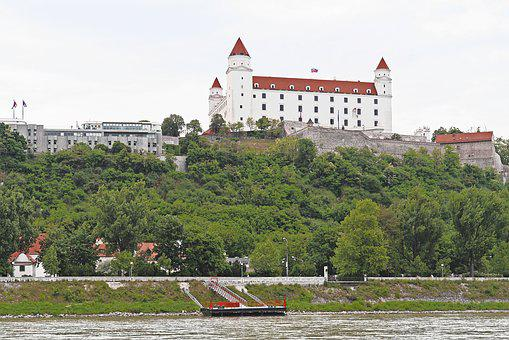 Bratislava, Castle, Wall, Government Buildings, Slope