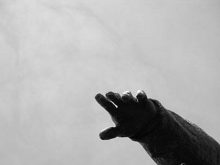 Hand, Statue, Sky, Sculpture, Fingers, Soldier